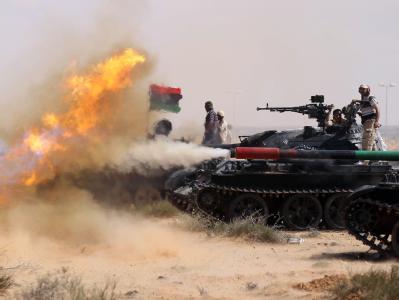Panzerangriff der libyschen Rebellen. Foto: Mohammed Messara