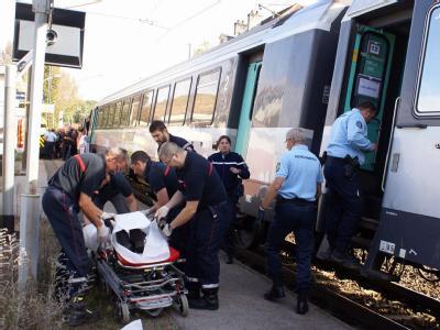 Ein französischer Zugbegleiter wurde von einem offensichtlich geistesgestörten Fahrgast mit Messerstichen attackiert und lebensgefährlich verletzt. Foto: Gerard Blanc EPS/MAXPPP