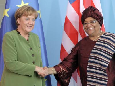 Bundeskanzlerin Angela Merkel und die Staatspräsidentin von Liberia, Ellen Johnson-Sirleaf. Archivfoto: Peer Grimm