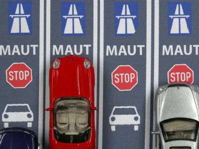 Die CSU will eine Vignette für die Nutzung deutscher Autobahnen. Die FDP lehnt die Abgabe dagegen weiterhin strikt ab. Foto: Jens Büttner