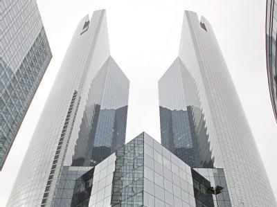 Hauptquartier der französischen Großbank Société Générale bei Paris: Um einen Flächenbrand zu verhindern, erhöht Europa den Druck auf die Finanzbranche, mehr Eigenkapital anzuhäufen. Notfalls unter Zwang. Symbolfoto: Maya Vidon