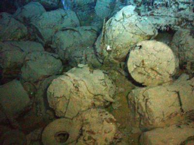 Fässer im Wrack der britischen «SS Mantola». Foto: Odyssey Marine Exploration Inc