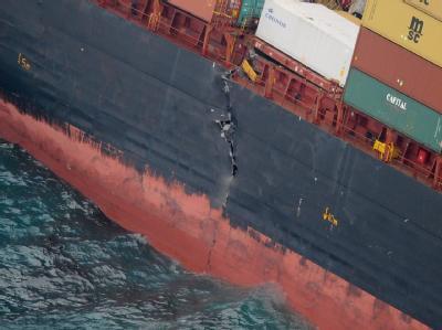 Der Frachter «Rena», der vor Neuseeland auf Grund liegt, droht auseinanderzubrechen. Foto: Ross Setford