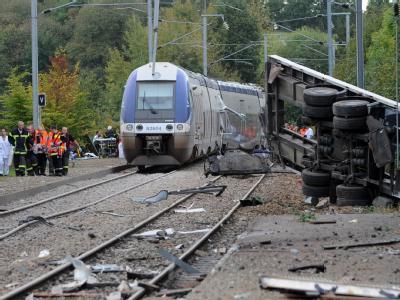 Zum zweiten Mal innerhalb von nur vier Jahren ist in Frankreich ein Lastwagen am gleichen Bahnübergang mit einem Regionalzug kollidiert. Foto: Jerome Fouque