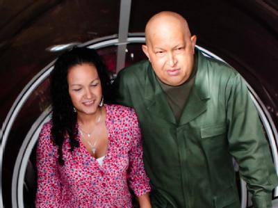 Der venezolanische Staatschef Hugo Chávez ist zusammen mit seiner Tochter Rosa Virginia nach Kuba geflogen. Foto: Miraflores Palace