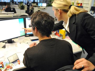 In dem Konzept der Dax-Konzerne kommen die Worte «Vorstand» oder «Aufsichtsrat» nicht vor. Dabei sind Frauen gerade in den Chefetagen rar. Foto: Tobias Kleinschmidt
