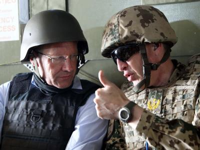 Bundespräsident Christian Wulff (l.) und der deutsche Isaf-Regionalkommandeur, Generalmajor Markus Kneip. Foto: Wolfgang Kumm