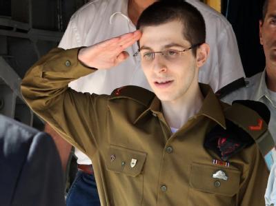 Schalit salutiert vor Netanjahu