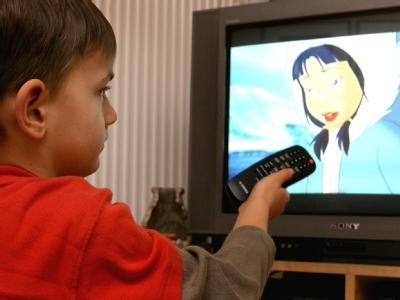 Nach Erkenntnissen von US-Ärzten hemmt starker TV-Konsum die Sprachentwicklung. Archivfoto: Patrick Pleul