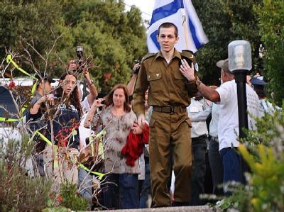 Gilad Schalit zu Haue in Mizpe Hila