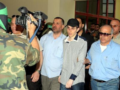 Erschöpft, aber gesund: Der wohl bekannteste Gefangene des Nahen Ostens, Gilad Schalit, ist frei. Foto: Khaled Farid.