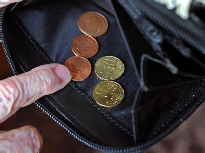 Jeder fünfte Berufstätige ab 50 Jahren rechnet inzwischen damit, im Alter nicht genügend Geld für den Lebensunterhalt zur Verfügung zu haben. Foto: Jens Kalaene, dpa