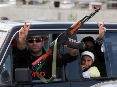 Libyer feiern den Fall von Sirte und den Tod von Gaddafi in Tripolis. Foto: Mohamed Messara