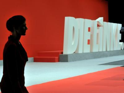 Die stellvertretende Linke-Vorsitzende Sahra Wagenknecht auf der Bühne. Foto: Martin Schutt, dpa