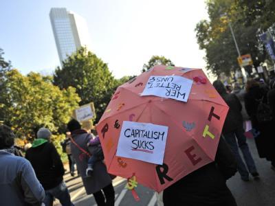 Protestmarsch in Frankfurt am Main auf dem Weg zur Europäischen Zentralbank (EZB). Foto: Marc Tirl, dpa