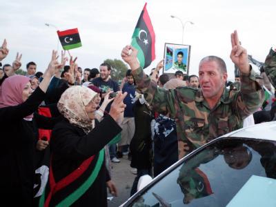 Großer Jubel bei der Rückkehr aus Sirte. Foto: Sabri Elmhedwi, epa