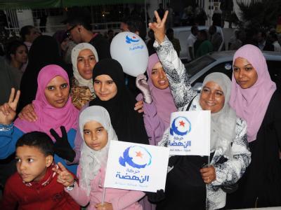 Siegesgewiss: Ennahdha-Anhängerinnen in Tunis. Foto: EPA,str