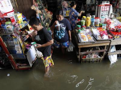 Die Einwohner von Bangkok sind gewarnt: Sie sollen ihre Wertsachen in Sicherheit bringen und sich auf die Flucht vorbereiten. Foto: Barbara Walton