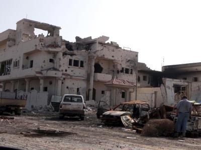 Zerstörtes Gebäude in Sirte