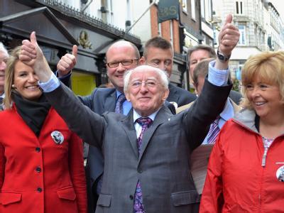 Siegerpose: Michael D. Higgins wird neuer Präsident Irlands. Foto: Irish Labour Party