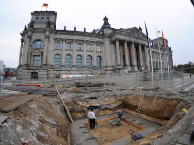 Baustelle am Bundestag: Das Parlament stimmt erneut über den Euro-Rettungsschirm ab. Foto: Rainer Jensen
