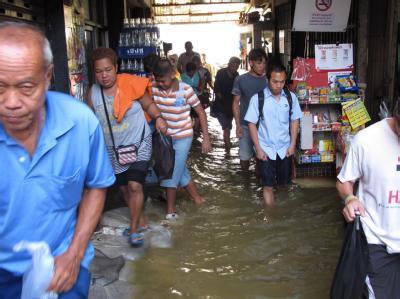 Das Hochwasser in Bangkok steigt bedrohlich. Foto: Barbara Walton