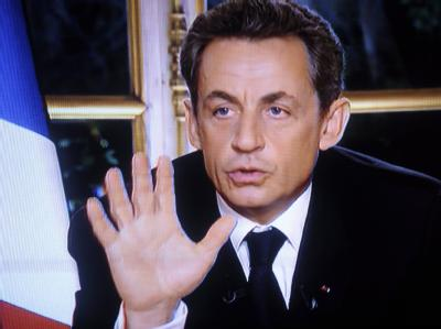 Frankreichs Präsident Nicolas Sarkozy während eines Interview im französischen Fernsehen. Foto: EPA/FRANCE 2