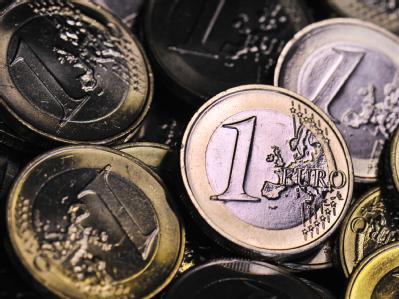 Die Deutschen glauben an den Euro. Foto: Boris Roessler