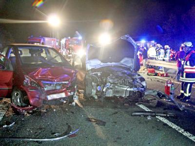 Ein Geisterfahrer verursachte diesen tödlichen Verkehrsunfall auf der Bundesstraße 54n. Foto: Joachim Horn
