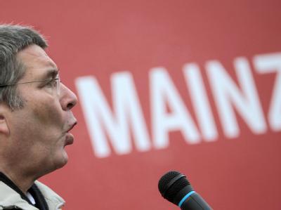 Drei Wochen nach einer nicht gezahlten Getränkerechnung hat der Mainzer Oberbürgermeister, Jens Beutel, die Konsequenzen gezogen und das Handtuch geworfen. Foto: Fredrik von Erichsen