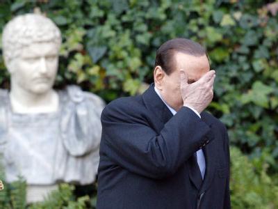 Italiens Ministerpräsident Silvio Berlusconi kommt in seinen Bemühungen um effektive Sparmaßnahmen nicht recht voran. Archivfoto: Alessandro Di Meo