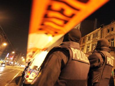 Polizisten bei einer Razzia. Archivfoto: Fredrik von Erichsen