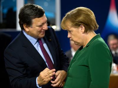 Der Präsident der Europäischen Kommission, Barroso, im Gespräch mit Bundeskanzlerin Merkel. Foto: Peer Grimm