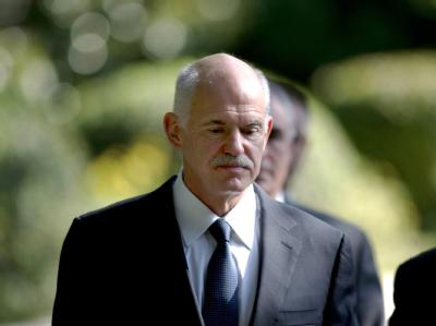 Der griechische Premier Papndreou nach dem Gespräch mit Präsident Karolos Papoulias. Foto: Str