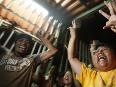 Anhänger von Ortega freuen sich über dessen Wahlsieg. Foto: Jeffrey Arguedas