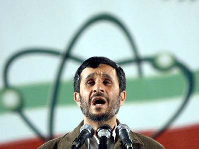 Der iranische Präsident Mahmud Ahmadinedschad bei einer Rede in der Urananreicherungsanlage in Natans. Archivfoto vom 09.04.2007: Abedin Taherkenareh