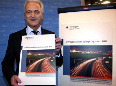 Will die Zahl der Verkehrstoten bis 2020 um 40 Prozent reduzieren: Bundesverkehrsminister Peter Ramsauer. Foto: Stephanie Pilick