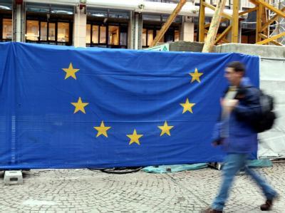 Bausstelle im EU-Ratsgebäude in Brüssel: Die Wirtschaft der Eurozone droht wegen der Schuldenkrise in eine Rezession abzurutschen. Archivfoto: Federico Gambarini
