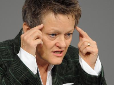 Nach Ansicht der Grünen-Fraktionsvorsitzenden Renate Künast muss es nicht zwingend erneut zu drei Wahlgängen in der Bundesversammlung kommen wie 2010 bei der Wahl des jetzt zurückgetretenen Christian Wulff. Foto: Hannibal/Archiv