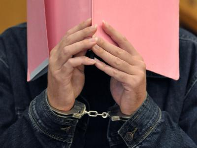 Der mutmaßliche dreifache Kindesmörder Martin N. im Verhandlungssaal des Landgerichts Stade. Foto: Carmen Jaspersen