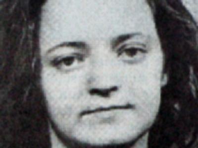 Eine Reproduktion eine Bildes aus der Ostthüringer Zeitung aus dem Jahr 1998 zeigt ein Fahndungsbild von Beate Zschäpe  Foto: Frank Doebert/Ostthüringer Zeitung