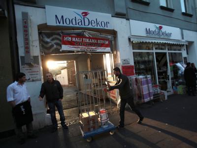 Türkische Händler in der Kölner Keupstraße: Vor sieben Jahren explodierte hier eine Nagelbombe. Foto: Oliver Berg