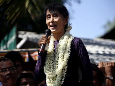 Die jahrelang eingesperrte Friedensnobelpreisträgerin Aung San Suu Kyi kann von der Regierung ungehindert ihre Rückkehr in die Politik vorbereiten. Foto: Nyein Chan Naing