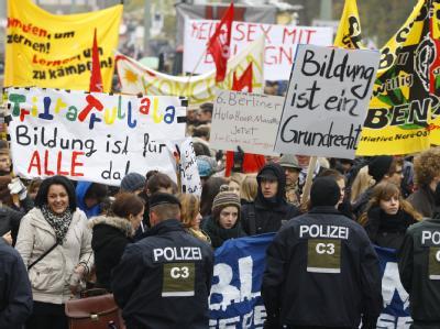 Jugendliche demonstrieren in Berlin unter dem Motto
