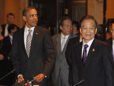 US-Präsident Barack Obama und der chinesische Regierungschef Wen Jiabao beim East Asian Summit: Die beide wollen sich zu einem Gespräch treffen, und Wirtschaftsfragen und den Territorialstreit im Südchinesischen Meer erörtern. Foto: epa