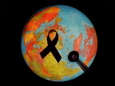 UNAIDS schätzt die Gesamtzahl der weltweit Infizierten und Erkrankten auf 34 Millionen. Symbolfoto: Patrick Pleul