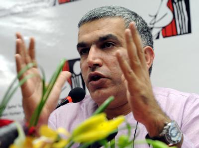 Internationale Juristen und Menschenrechtsexperten in Bahrain sehen die Schuld der blutigen Unruhen vor allem bei der Polizei: Bürgerrechtler Nabeel Rajab während der Vorstellung der Studie in Manama. Foto: Mazen Mahdi