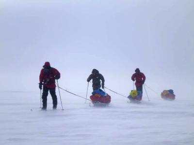 Die Teilnehmer der Sørpolen-Expedition zum Südpol am 20.11.2011. Foto: Norwegian Polar Institute