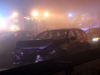 Nur noch ein Stück Wrack: Einige Unfallopfer waren in ihren Fahrzeugen eingeklemmt. Foto: Oliver Schwandt