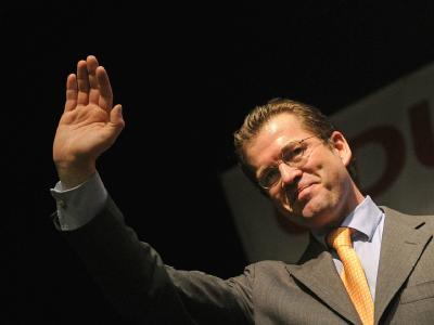 Weist den Täuschungsvorwurf weist er darin weiterhin zurück: Der ehemalige Verteidigungsminister Karl-Theodor zu Guttenberg. Archivfoto: Marius Becker